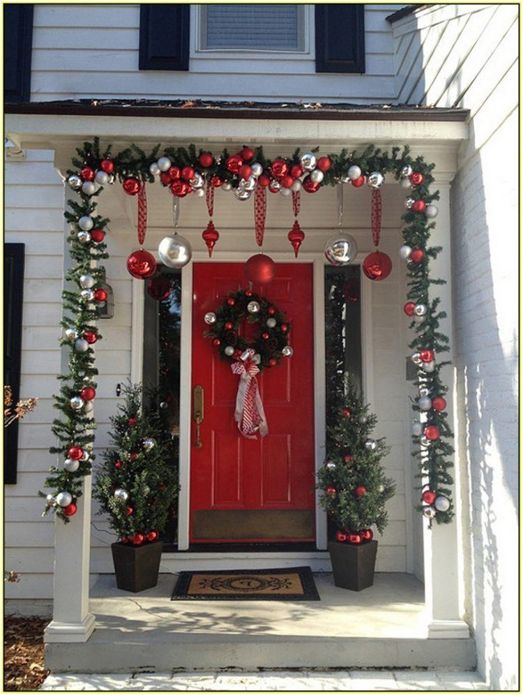 10 Amazing Holiday Decorated Porches